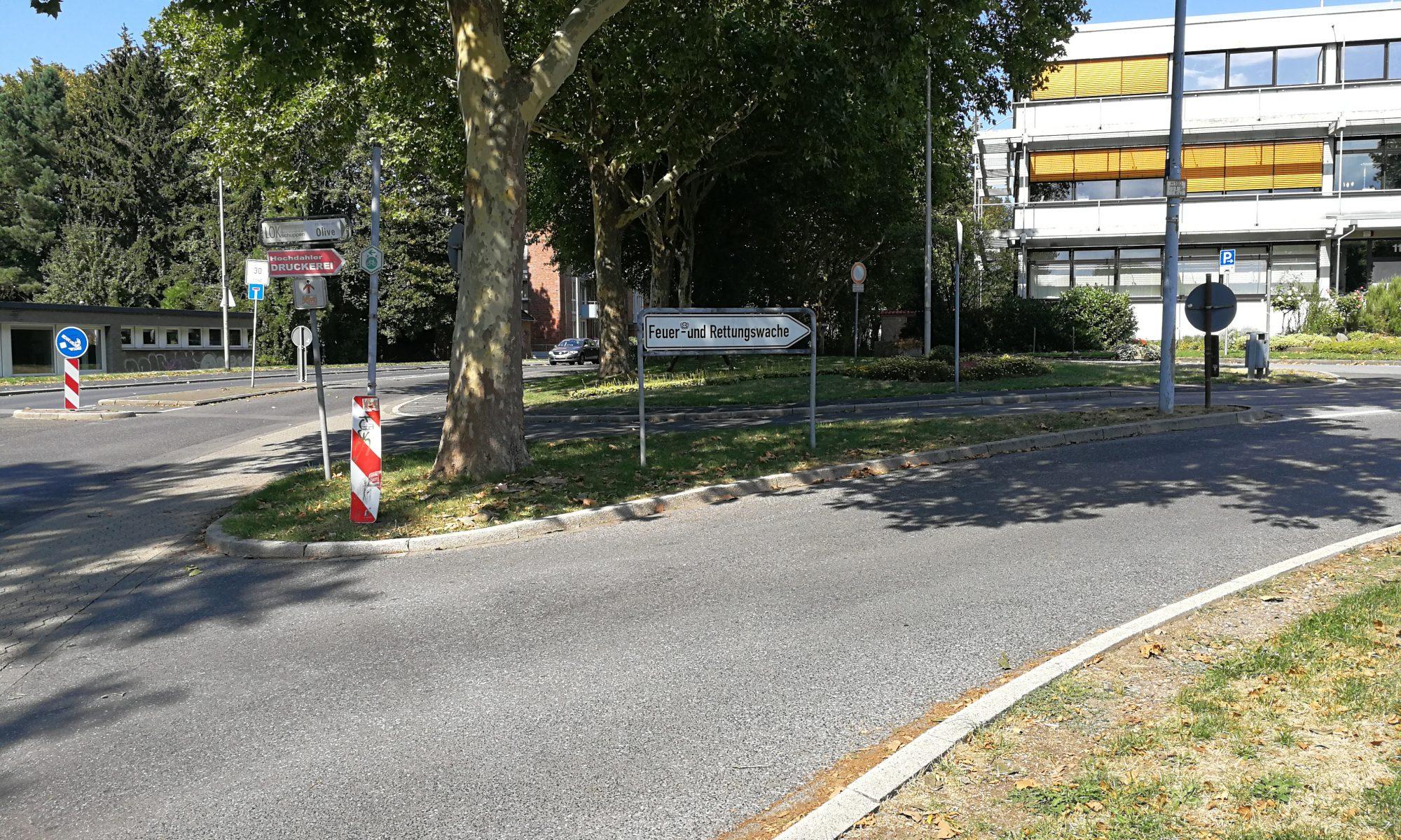 Einfahrt zur Feuerwache von der Hildener Strasse kommend